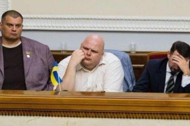 Депутати роблять «розумний вигляд» — Користувачів соцмереж розвеселило фото з нової Ради