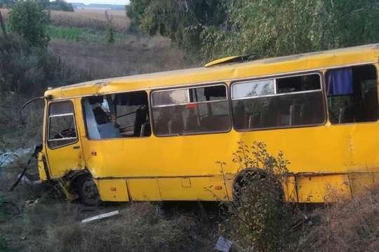 На Полтавщині Peugeot протаранив автобус, п'ятеро постраждалих