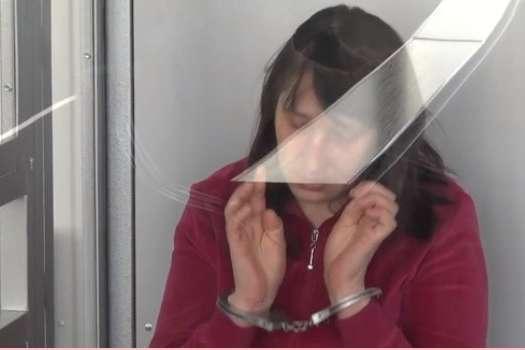 Під час зачитування вироку підсудна плакала — На Львівщині жінці дали довічне за потрійне вбивство