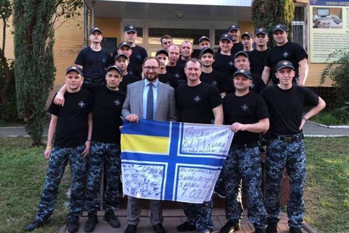 Звільнені моряки зібрали гроші на допомогу російському політв'язню