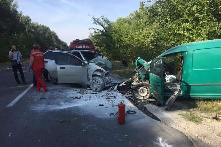 <p>Один із автомобілів загорівся після зіткнення Об этом сообщает <a href=