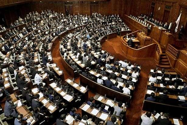 Уряд Японії пішов у відставку
