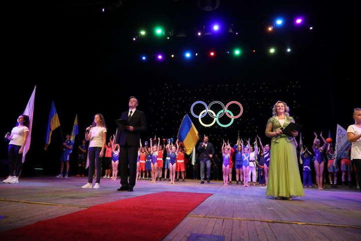 Учора в Запоріжжі панувала урочиста атмосфера - Відомі українські спортсмени заспівали оду спорту (відео)