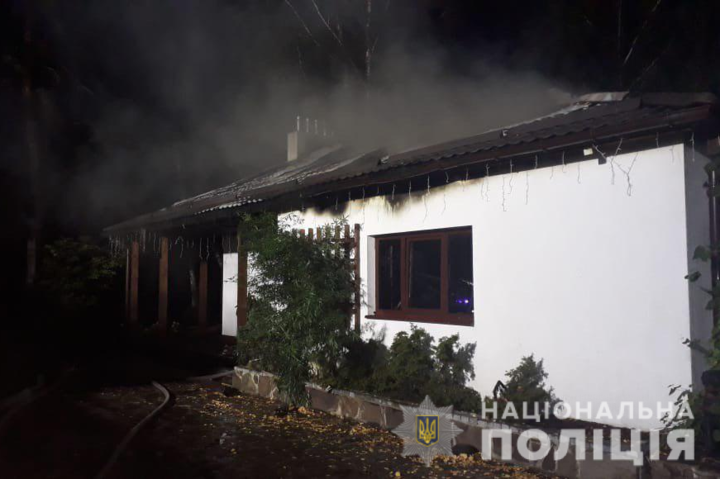 Підпал будинку Гонтаревої: зловмисник потрапив на камери відеоспостереження