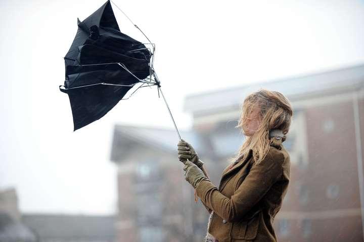 <p>У столиці завтра пориви вітру 15-20 м/с</p> — У ДСНС попередили про погіршення погодних умов у понеділок