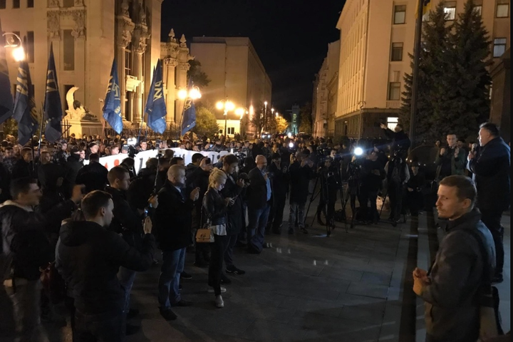 Андрій Білецький закликаєукраїнців виходити сьогодні на Банкову — Білецький оголосив «безстрокову акцію проти капітуляції»