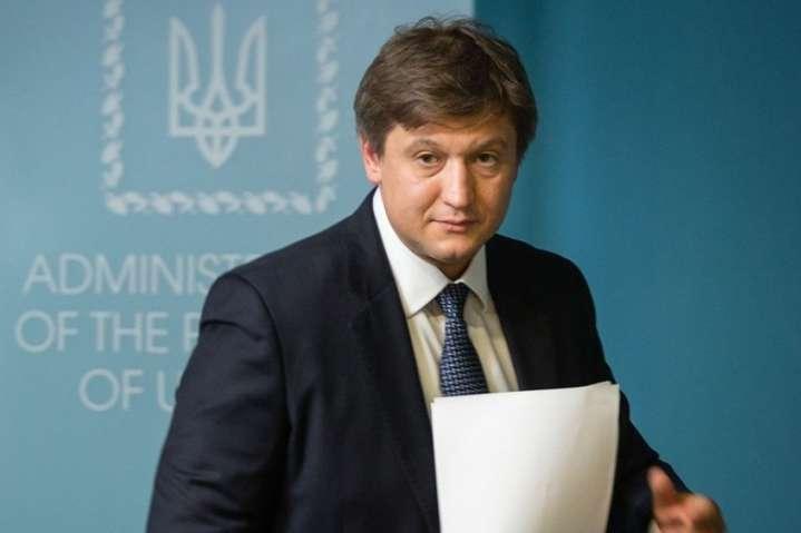 Екссекретар Ради національної безпеки та оборони Олександр Данилюк — Данилюк назвав причиною своєї відставки ситуацію з Приватбанком