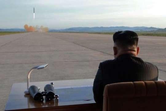 Це порушує резолюції Ради Безпеки ООН, в зв'язку з чим японська сторона висловлює рішучий протест — прем'єр Японії — Японія висловила протест Північній Кореї через запуск балістичних ракет