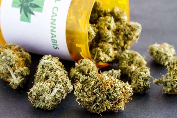 «Звичайно, це потрібно»: глава МОЗ про легалізацію медичної марихуани