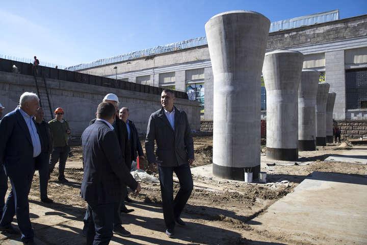 2 жовтня мер Києва Віталій Кличко проінспектував будівництво Шулявського шляхопроводу — Чи будується міст? Кличко мусив їхати на Шулявку, аби подивитися, що там робиться (фото)