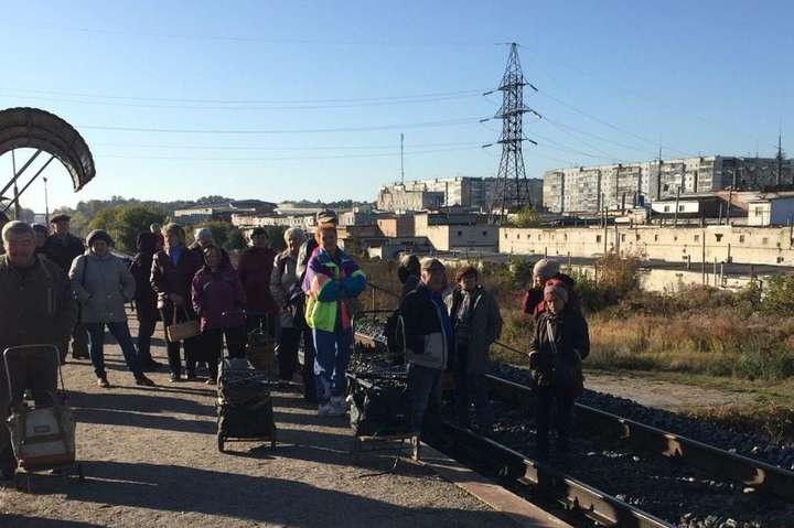 У Сумах розлючені пасажири заблокували залізничну колію