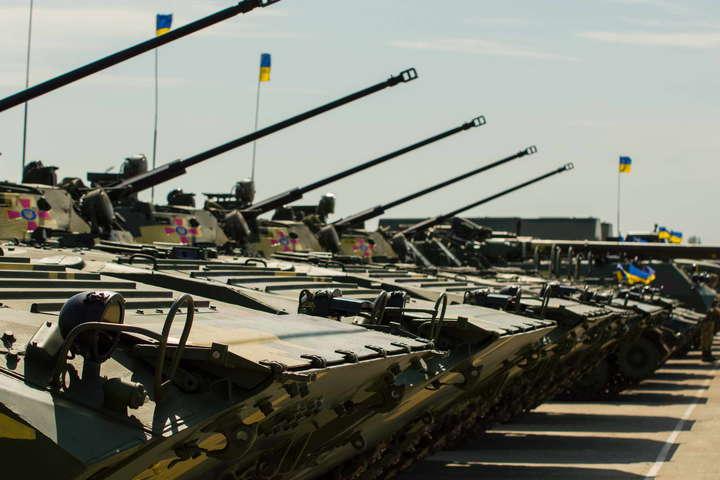 <p>Закон передбачає законодавче закріплення права з'єднань, військових частин і підрозділів ЗСУ на застосування бойової техніки та зброї Об этом сообщает <a href=
