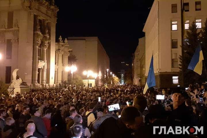 """<div class=""""alt"""">Акція протесту біля Офісу президента, 2 жовтня 2019 року</div> — «Ні плану Путіна!»: активісти висунули п'ять вимог до влади"""
