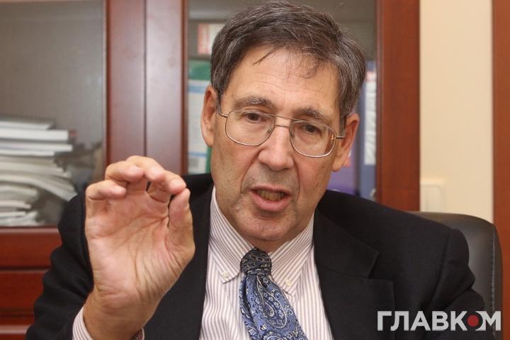 Колишній посол США в Україні, директор Євразійського центру Атлантичної Ради Джон Гербст — Експосол США Гербст: мовчання Кремля щодо «формули Штайнмаєра» викликає підозри
