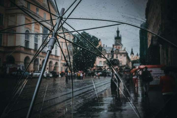 Сьогодні у низці областей України очікуєтьсякороткочаснийдощ, подекуди гроза — Хмарно та помірні дощі: прогноз погоди в Україні на 3 жовтня