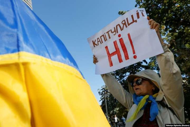 Депутати Львівської облради заперечують спроби розміняти перспективи української державності на примарний мир ціною приниження країною-агресором