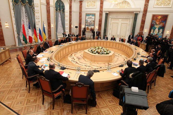 1 жовтня у Мінську зустрілась Тристороння контактна група — Письмово закріплена «формула Штайнмаєра» дозволить Росії «чіпляти» Німеччину – політолог