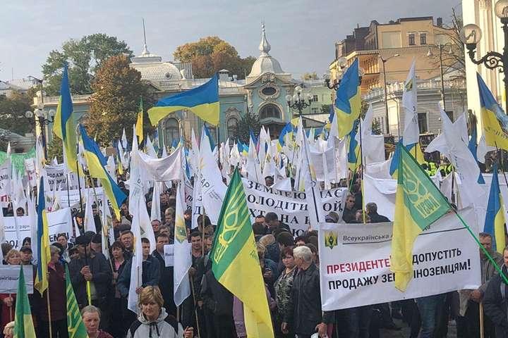 Акція аграріїв під Радою, 3 жовтня — На мітинг під Радою проти продажу землі іноземцям прийшла Тимошенко