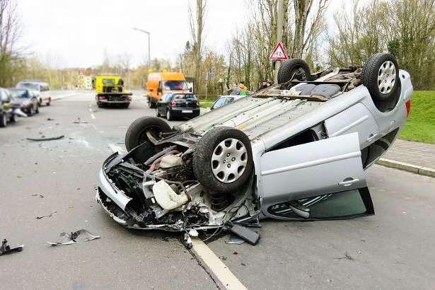 Інцидент стався близько 21:30 у селі Корсів — У Львівській області водій в'їхав в огорожу і загинув на місці