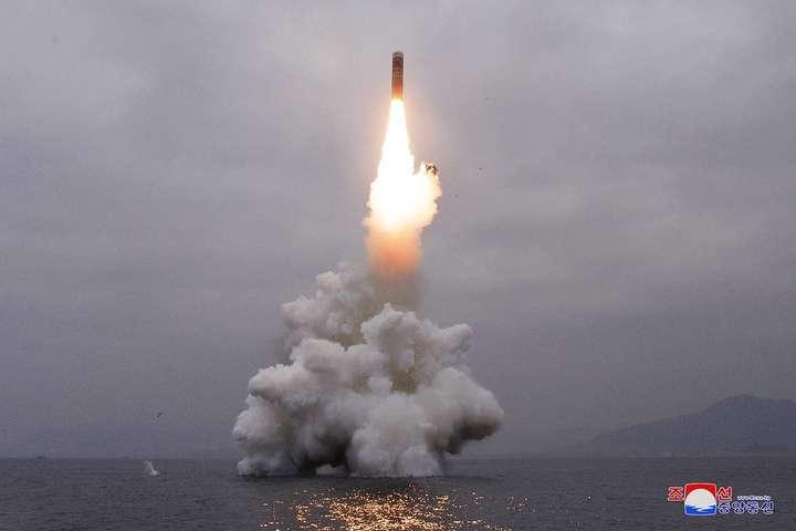 <p>Випробувальний запуск балістичної ракети нового типу відбувався з борту підводного човна Об этом сообщает <a href=