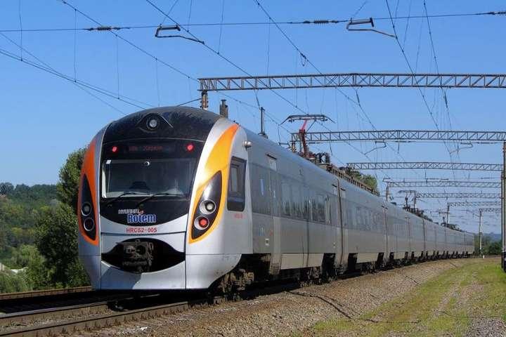 На сьогодні у сполученні «Київ-Херсон» курсують швидкісний потяг «Інтерсіті» №766 та нічний пасажирський поїзд №102 — пресслужба Укрзалізниці — Укрзалізниця планує запустити ще один швидкісний потяг до Херсона
