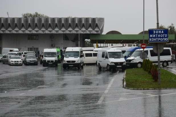 Контрольно-пропускний пункт «Тиса» перекритий понад добу через протести на кордоні