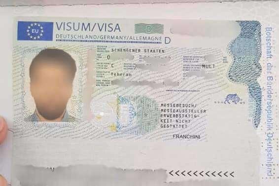 Підроблену візуіноземці придбали за кордоном за 6 тисяч євро — У «Борисполі» виявили двох іранців із підробленими візами (фото)