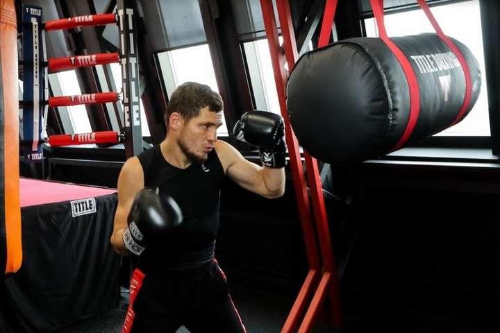 Зараз 31-річний Берінчик знаходиться на сьомій сходинці рейтингу WBO. На його рахунку — 11 поєдинків, всі закінчилися перемогою українського боксера, 7 — достроково — Українці зможуть у прямому ефірі побачити бій, який вирішить долю Берінчика в профі-боксі