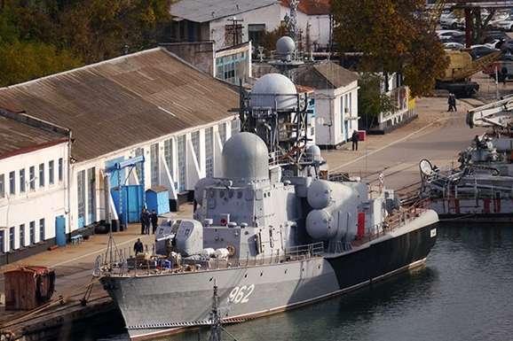 Осередок займання зараз ліквідовано, спостерігається задимлення — В окупованому Криму загорівся ракетний катер