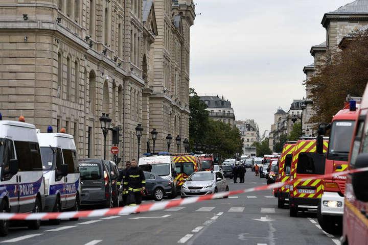 <span>Територію навколо префектури охороняють близько 200 поліцейських</span> — Нападником на префектуру Парижа виявився її ж працівник