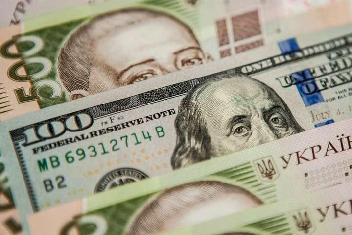 Долар перестав стрімко рости: курс валют на 4 жовтня