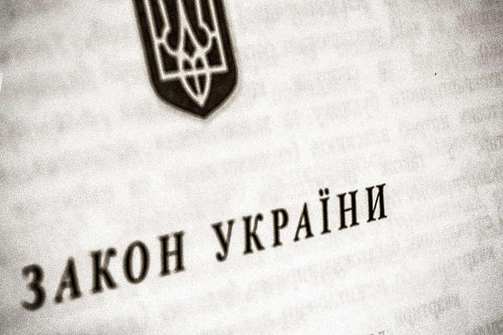 Раніше президент обіцяв, що закон «ми напишемо разом у співпраці та публічному обговорені зі всім українським суспільством» — У Зеленського не планують виносити на референдум закон про статус ОРДЛО