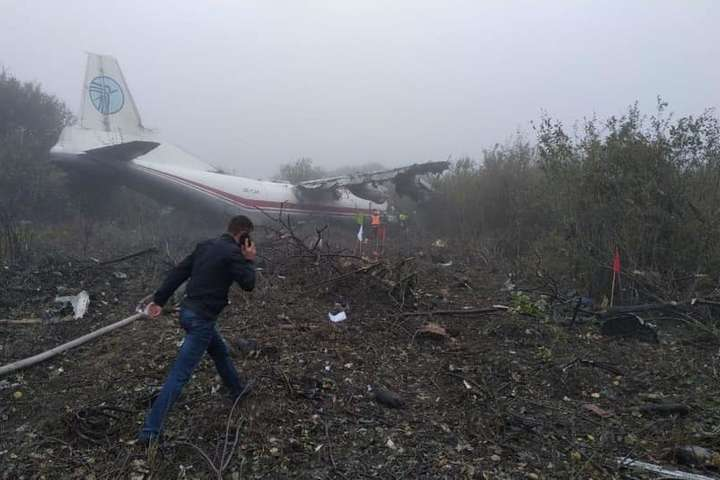 <p>Літак здійснив аварійну посадку на грунт в с. Сокільники поблизу аеродрому Об этом сообщает <a href=
