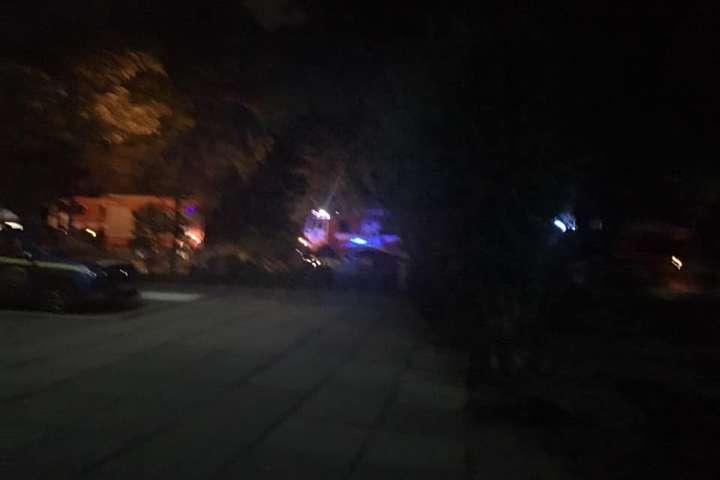 <p>На місці події поліцейські виявили залишки невідомого вибухового пристрою Об этом сообщает <a href=