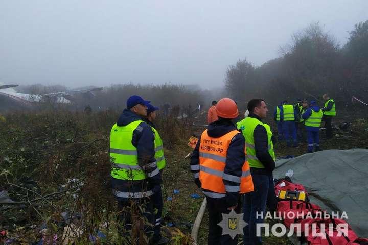 <span>Ан-12 був виявлений на відстані 1,5 км від злітно-посадкової смуги Міжнародного аеропорту «Львів»</span> — Місце падіння літака на Львівщині охороняє поліція