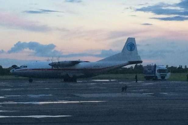 <p>Вантажний літак Aн-12 з реєстраційним номером 50815B в серпні 2014 році приземлявся в аеропорту Ужгорода, де судно запідозрили в контрабанді товару Об этом сообщает <a href=