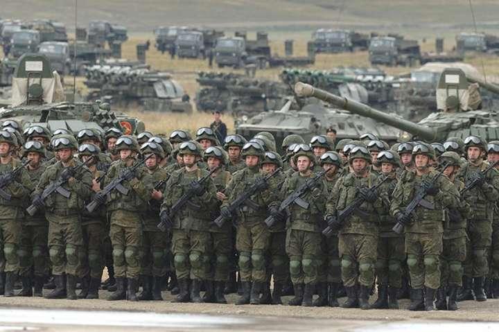 Російські війська — Кремль готується до масштабної війни на знищення України, – експерт