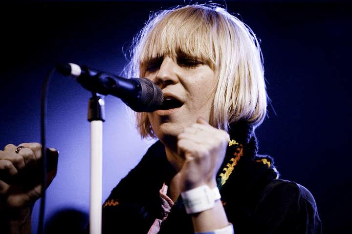 Хвороба, яку діагностували у співачки Sia, зустрічається досить рідко