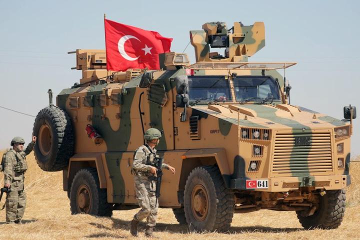 Турецькі військові — Туреччина стягує війська до сирійського кордону