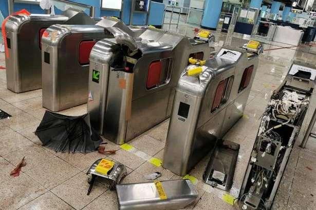 У Гонконгу частково відновило роботу метро