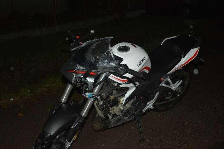 На Закарпатті 18-річний мотоцикліст збив пішохода