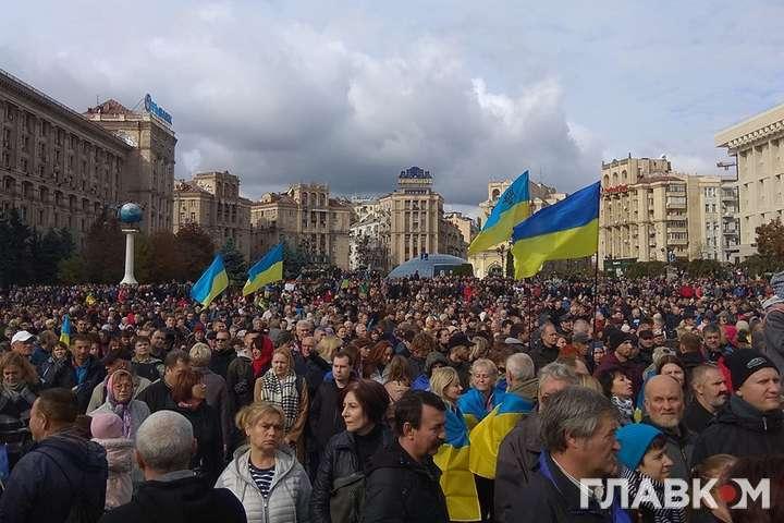 Майже 10 тисяч осіб беруть участь в акції протесту — Поліція назвала кількість учасників акції на Майдані