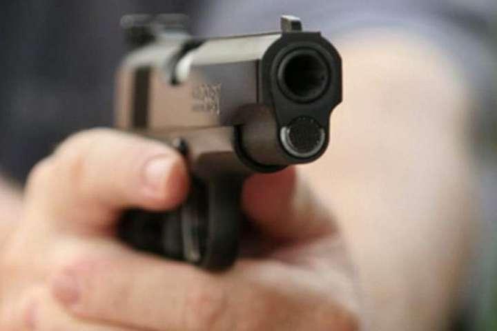 У США чоловік влаштував стрілянину в барі, є жертви