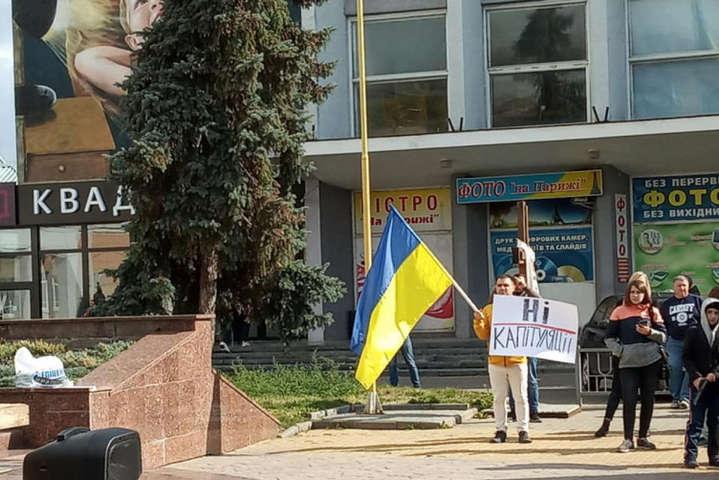 «Формула Штайнмаєра» написана в Кремлі, — протестувальники — У Вінниці на протест «Ні капітуляції!» прийшли студенти