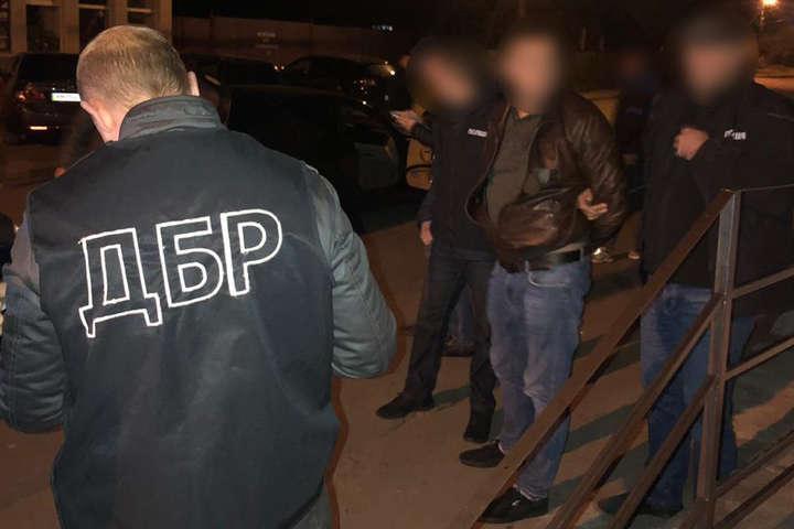 <p>Порушника затримали після збуту чергової партії наркотичних засобів Об этом сообщает <a href=