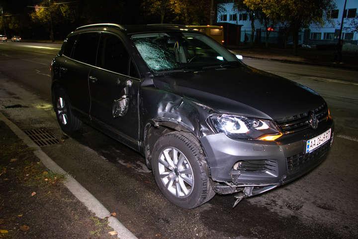 Volkswagen Touareg на повному ходу збив пішохода — Смертельний наїзд: у Києві Volkswagen зніс чоловіка на «зебрі» (фото, відео)