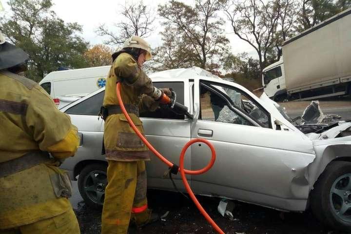 В результаті ДТП загинув 25-річний водій автівки ВАЗ — Біля Мелітополя вантажівка врізалась у легковик, є загиблий