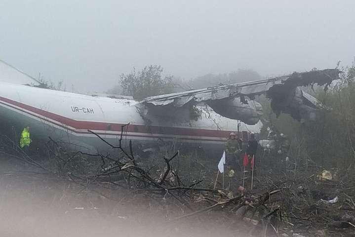 """<div class=""""alt""""><p>Літак Ан-12 знайдено на відстані 1,5 км від злітно-посадкової смуги Об этом сообщает <a href="""