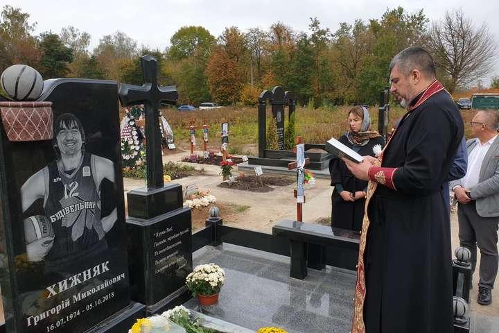 Григорій Хижняк прожив 44 роки — На могилі легендарного баскетболіста освятили пам'ятник (фото)