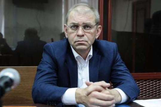 Єфремов виходить – Пашинський заходить. Як нова влада виконує програму «саджати будемо» (фото)